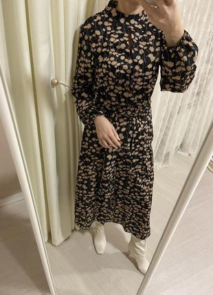Платье нарядное бежевое миди