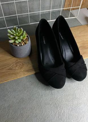 Новые туфли на танкетке чёрные 39 розмер zara как next