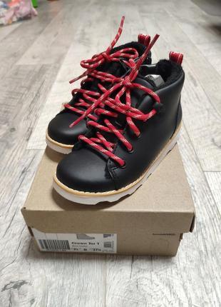 Новые кожанные ботинки сапоги на шнурках деми внутри флис
