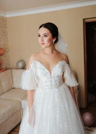 Розкішне весільне плаття