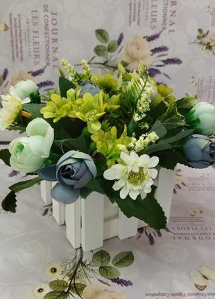 Композиція з штучних квітів