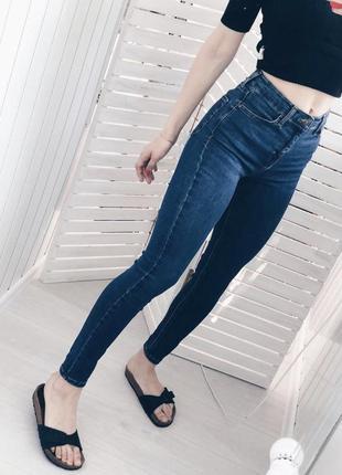 Новые красивые и стильные джинсы из хорошего джинса красивого цвета