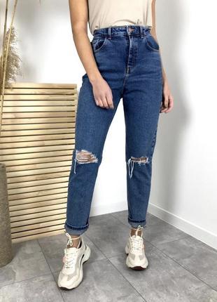 Новые красивые и стильные джинсы с потёртостями