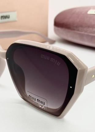 Miu miu очки женские солнцезащитные розовая геометрия с серыми линзами