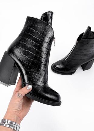 Ботинки с фактурой питона
