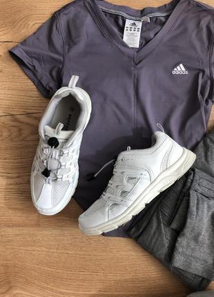 Удобные кроссовки на затяжках