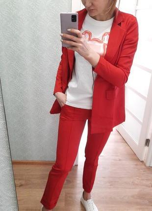 Стильный практичный костюм