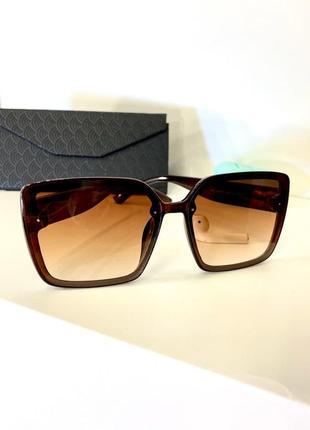 Коричневые солнцезащитные женские очки квадратные