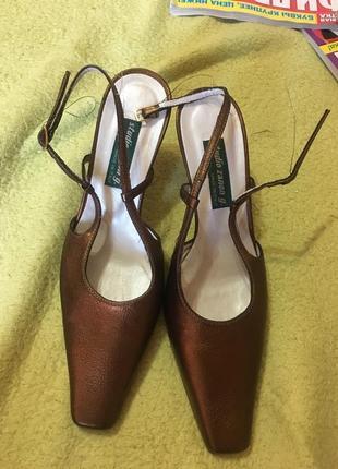 Красивые кожаные итальянские туфли