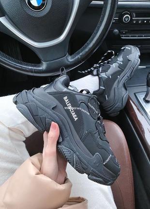 Женские стильные весенние кроссовки triple s logo black