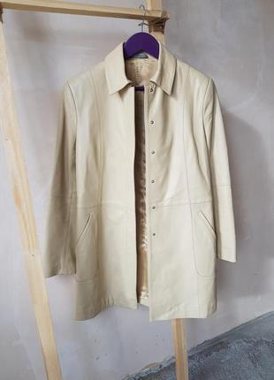 Пальто женское из натуральной кожи прямого покроя