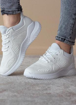 Кроссовки белые спортивные