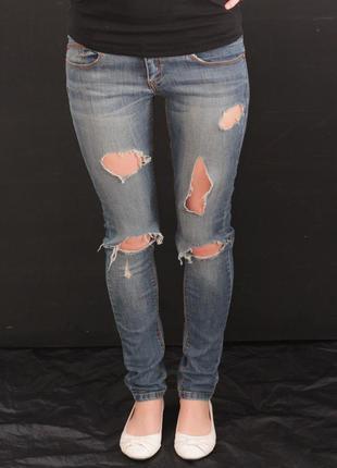 Стильные рваные джинсы bershka