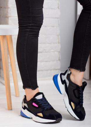 Легкие и удобные кроссовки