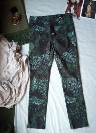 F&f брюки скини с растительным принтом цветные