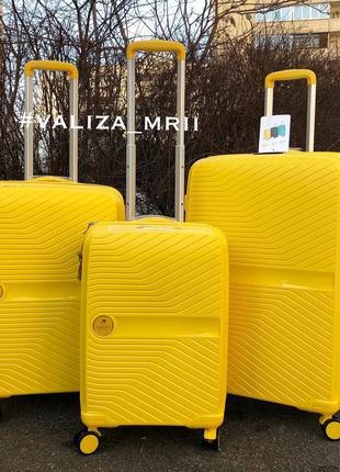Яркий и качественный чемодан из полипропилена, франция