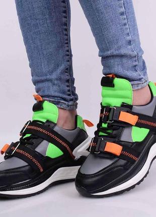 Стильные черные кроссовки на платформе салатные серые с карабинами модные
