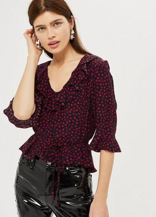 Шифоновая блуза, топ с принтом губами/поцелуями, рюшами/оборками topshop