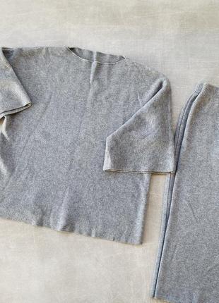 Серый трикотажный костюм с юбкой /очень красивый/наложка 120