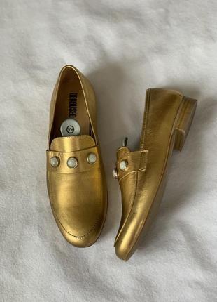 Стильные золотые лоферы deabused