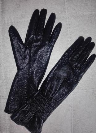 Перчатки лакированные