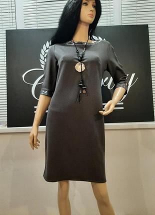 Нарядное платье большого размера с красивыми рукавами