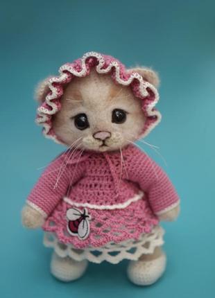 Кошечка в розовом