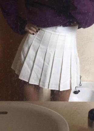 Белая псисированная юбка с шортами высокая/завышенная талия