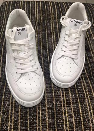 Трендовые белые кожаные кроссовки chanel