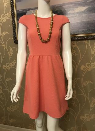 Очень красивое и стильное брендовое платье.