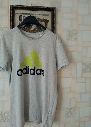 Мужская футболка с логотипом и принтом трилистника adidas performance ak1799   .