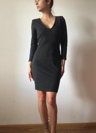 Платье с подплечниками классика