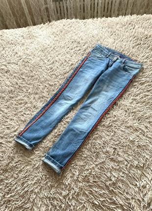 Джинси з вставкою,джинсовие штани с полоской,стильние джинси,джинси голубі blue motion