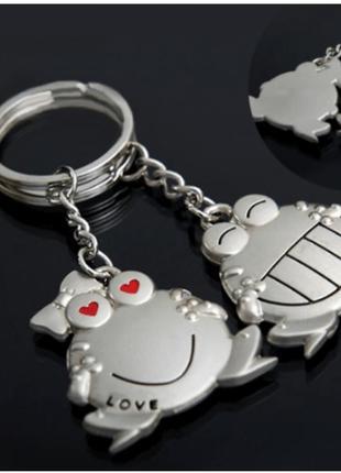 Брелок на ключи парный.
