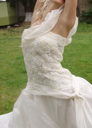 Воздушное платье из тафты цвета шампань