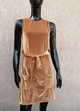 Блестящее золотистое платье сарафана
