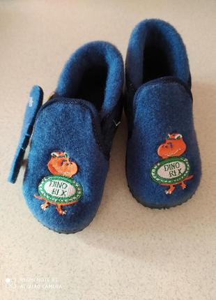 Дитяче взуття з войлоку.
