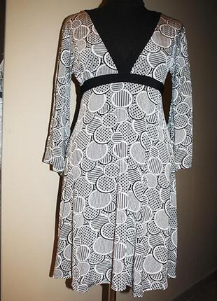 Платье трикотажное с глубоким вырезом