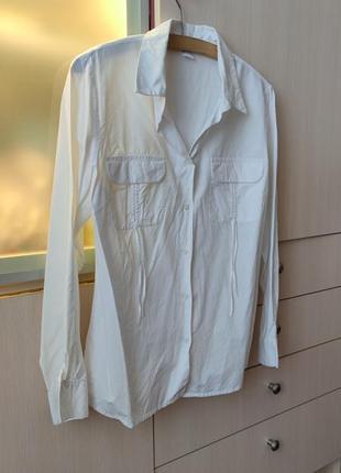 Белая хлопковая рубашка с акцентными карманами