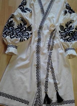 Вышитое стильное платье в стиле бохо на льне