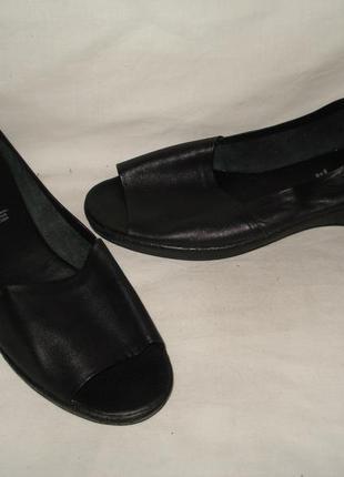 42 р. 27,5 см германия  фирменные кожаные босоножки с открытым носиком