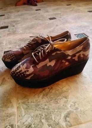 Стильные кроссовки кеды