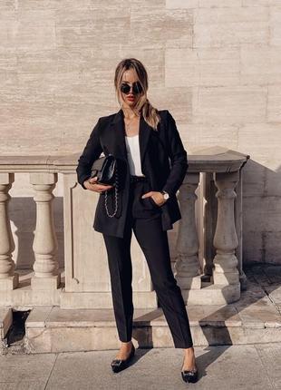 Классический стильный костюм, брюки и жакет, чёрный, белый