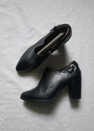Кожаные натуральные ботильоны туфли clarks