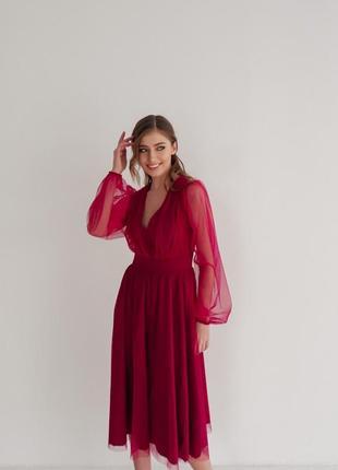Элегантное платье с объемными рукавами