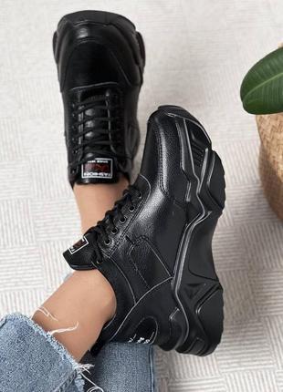 Шикарные женские кожаные чёрные кроссовки на массивной подошве
