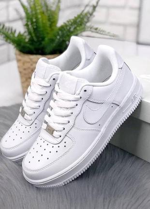Женские кожаные белые кроссовки nike air force 1