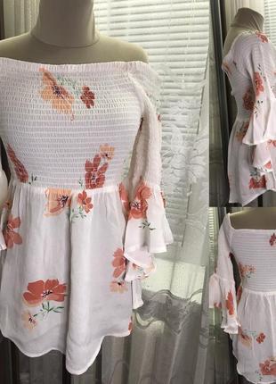 Удлинённая блуза со спущенными плечами