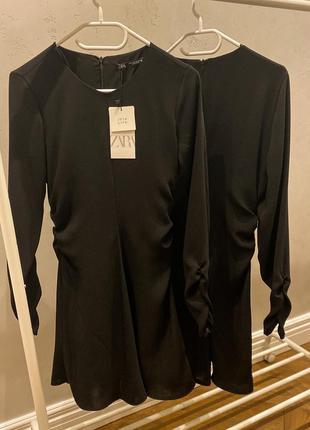 Чорне плаття зі збірками