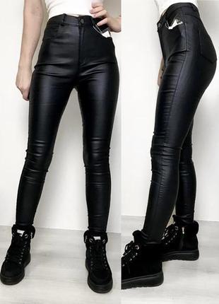 Модель 2021 чёрные кожаные лосины по фигуре штаны с высокой посадкой с напылением экокожи1 фото